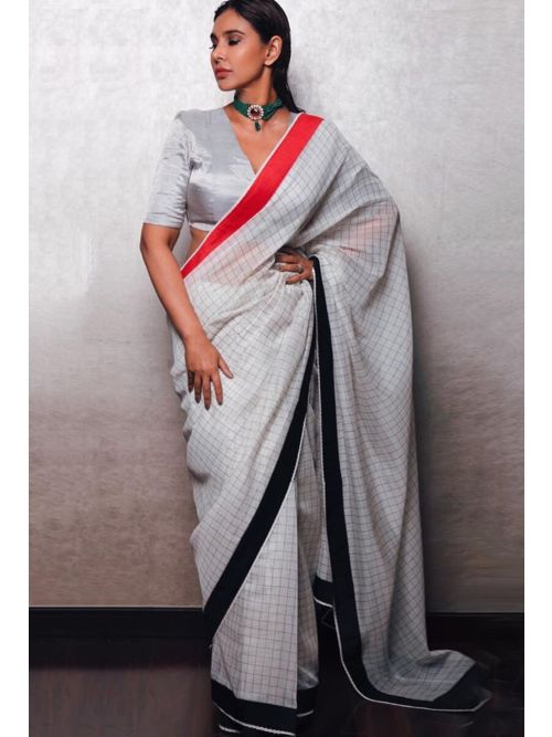 Awesome Very Fancy And Attractive Saree